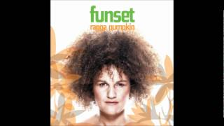 קרולינה/פאנסט - Karolina/Funset - Knocking On Your Door
