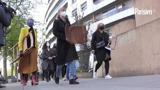 « Sofagate » : des femmes protestent en s'asseyant  devant l'ambassade de Turquie à Paris