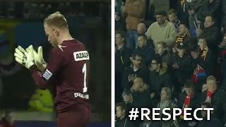 The touching tribute - Fans applaud, stand for opposing goalkeeper who lost his mother