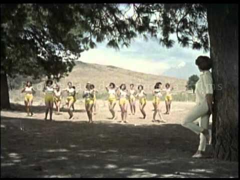 Jovenes Y Bellas Trailer Original