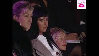 Baixar Christina Aguilera at France Lacroix Fashion Show in Paris (2004)