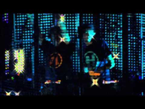 Camo & Krooked LIVE - Brixton Academy 30.09.2011