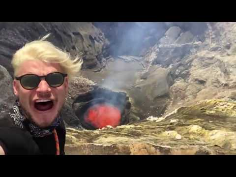 VIDEO | Se graban cerca a un volcán a punto de erupcionar y este fue el resultado