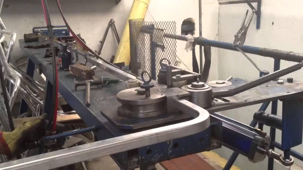 Bending square aluminum tube pipe Curvado de tubo de