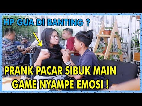 PRANK PACAR SIBUK MAIN GAME, EMOSI ! HAPE GUA DI BANTING ?