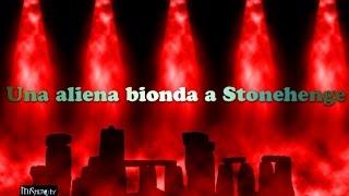 Esclusivo: Una aliena bionda a Stonehenge