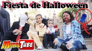 Celebramos Halloween y jugamos al reto de la botella con Juguetes Divertidos Vlog.