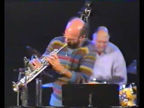 Dave Liebman whips it out - amazing soprano saxophone solo