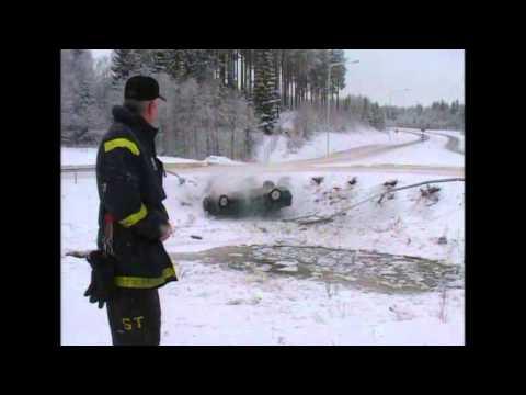 Car accident caught on camera by Swedish TV4's news team - Nyheterna (TV4)