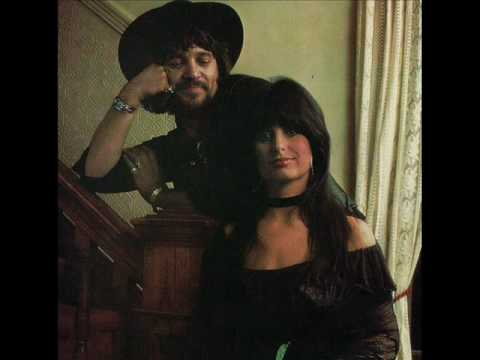Waylon Jennings     Your The One I Sing My Love Songs Too