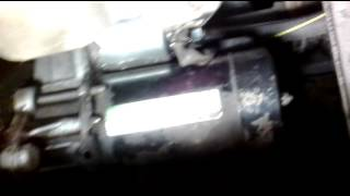 Як зняти стартер - вигляд знизу, з-під машини. Опель астра g.
