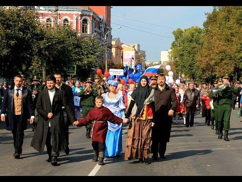 Клинчане прошли в праздничной колонне по центральным улицам города