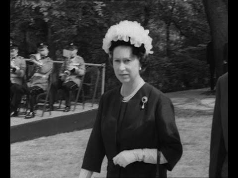 Queen Elizabeth II honors President Kennedy (1965)