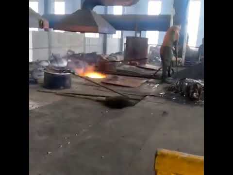 Casting steel pouring process in the real foundry factory