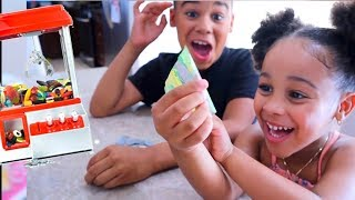 Real Money Candy Claw Machine | FamousTubeKIDS