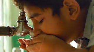 印度催泪电影:小孩带不起便当,每天中午喝自来水充饥!