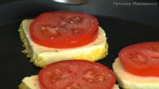 Быстрый завтрак из жареного адыгейского сыра и помидоров