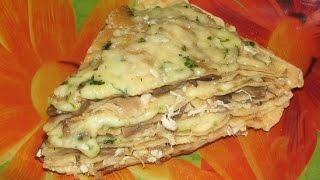 Блинный пирог с курицей, грибами и сыром. Сытный и аппетитный.