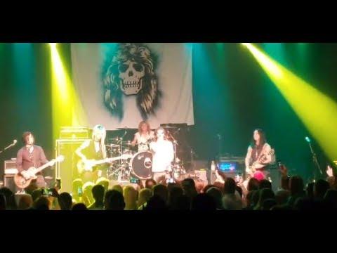 """ex-GUNS N' ROSES drummer Steven Adler performed cover """"Sweet Child O' Mine"""" in Michigan"""