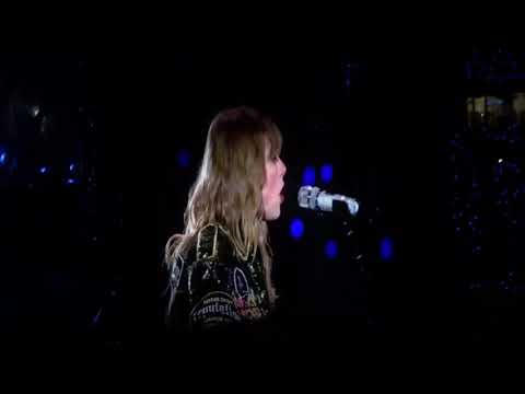Taylor Swift singing The Best Day during her Concert
