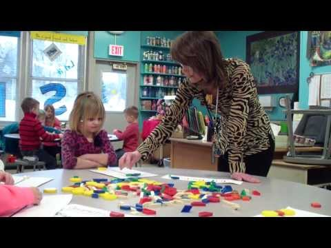 symmetry-lesson-in-a-kindergarten-art-class.