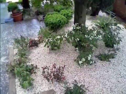 Aiuole realizzazione youtube for Aiuole con sassi e piante