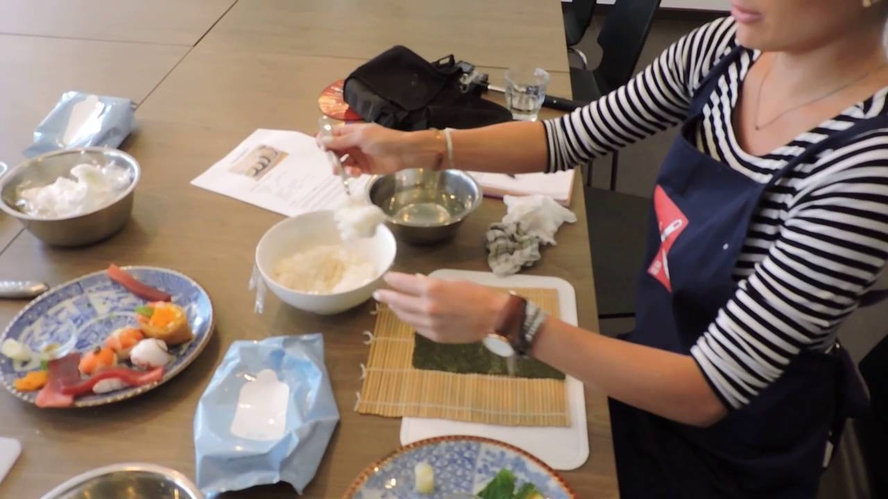 How to make sushi at tsukiji fish market sushi school for Sushi grade fish market