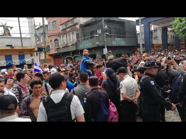 Migrantes exigen que se abran las puertas a México