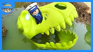 A police officer who met a dinosaur was eaten by a dinosaur.
