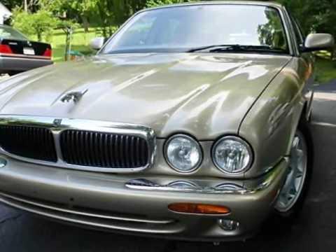 Beautiful 1998 Jaguar XJ8 112K Miles Located In Nashville, TN.   Cream Puff!