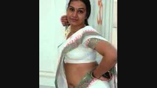 Hot Apoorva Aunty Exposing her navel