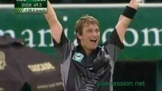 Shane Bond Hattrick - New Zealand vs Australia