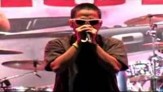 Bondan Prakoso & Fade2Black - beatbox VS bass -LIVE-(ori)