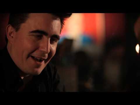 Episode #6   6 kurze 6 fragen   Eddie Argos