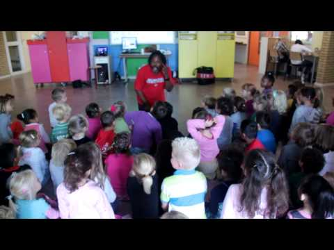Roland Colastica Storytelling At A School In Rotterdam, The Netherlands.