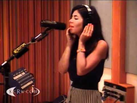 Marina and the Diamonds - The Outsider (KCRW Acoustic Session 08/07/2010) 3