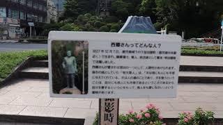 城山ふもとにある高さ8mの銅像。軍服姿は明治6年に行われた陸軍特別大演...