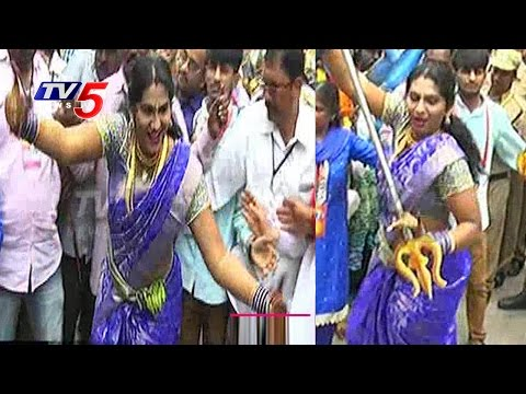 Jogini Shyamala Dance Performance At Lashkar Bonalu 2016 | Secunderabad | TV5 News