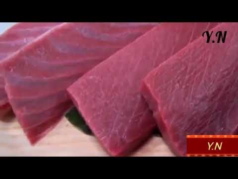 تقطيع أكبر وأغلى سمكة تونة في العالم .