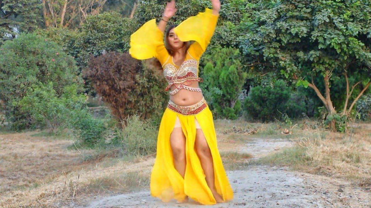 Ayeza Khan Off Camera Dance Making In Pashto Song