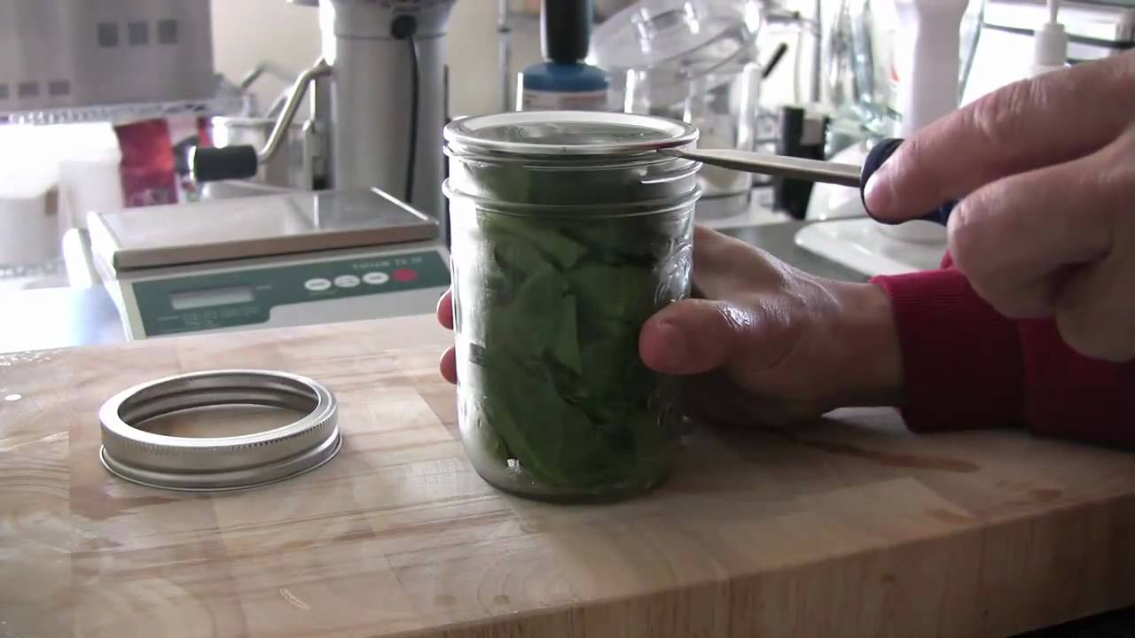 Easy vacuum sealed jar opening