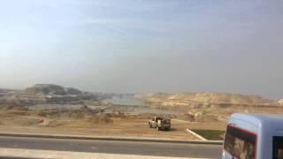 قناة السويس الجديدة: مشهد مذهل لمياه القناة تتدفق بين جبلين بالكيلو76