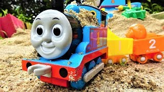 Let's play with sand at Thomas the Tank Engine ☆ ☆ learn numbers with toys ☆