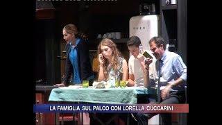 La famiglia sul palco con Lorella Cuccarini