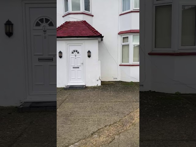 In Langley Large Room To Let. Detached House. Main Photo