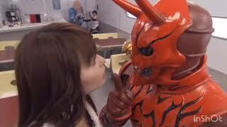 仮面ライダー電王 モモタロスこけて思わず笑っちゃうハナさん 白鳥百合子 動画 19