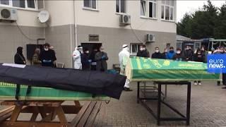 AFP, İstanbul'da ölen Covid-19 hastaları için düzenlenen cenaze töreni görüntülerini paylaştı