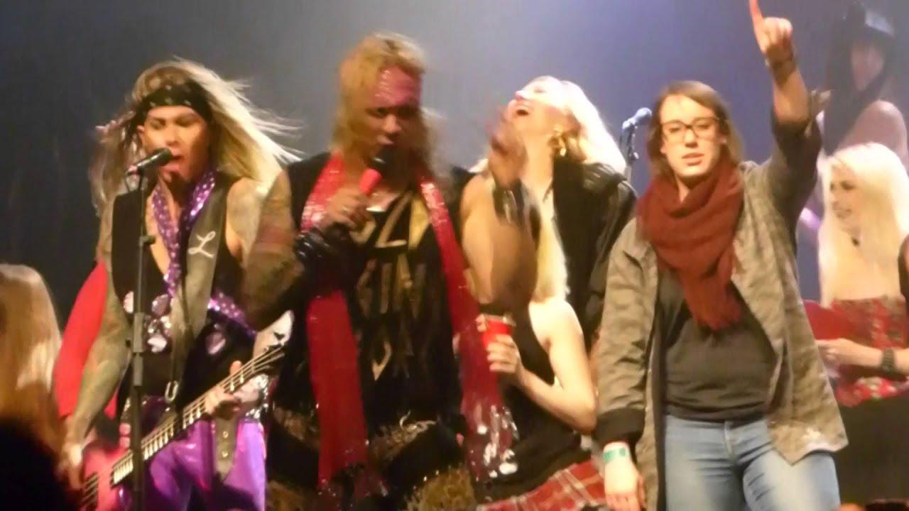 rave Girl glory hole