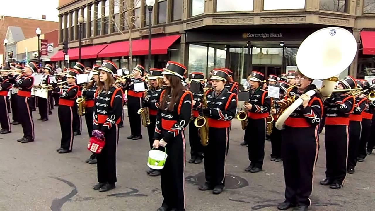 Taunton Christmas Parade 2011 band performance - YouTube