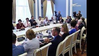 Дмитрий Азаров вручил премии лучшим учёным Самарской области